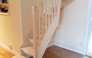 Ibland behövs en trappa även om det inte finns plats för den. U-trappan i detta trånga utrymmen krävde nya, kreativa lösningar.